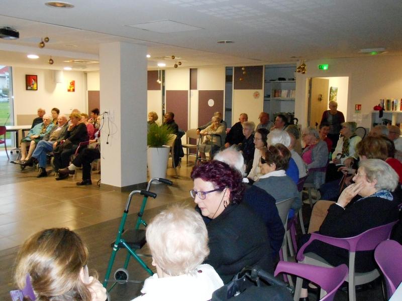 Le public nombreux pour assister au bal
