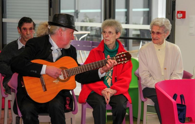 Un après-midi en chansons au Petit Jardin