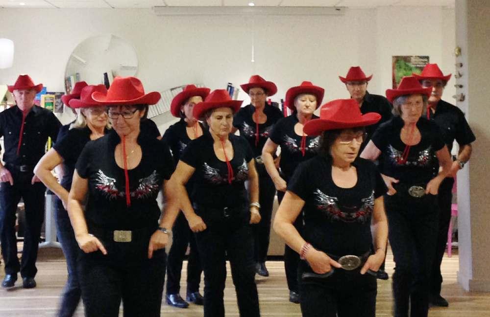 Démonstration de danse country à Espace & Vie Guidel