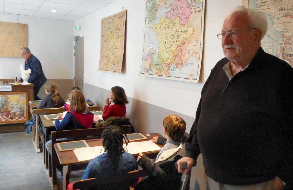 Reproduction d'une classe d'autrefois à Rennes