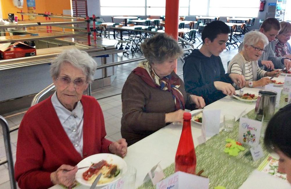 Les résidents cuisinent au Collège Saint-Vincent