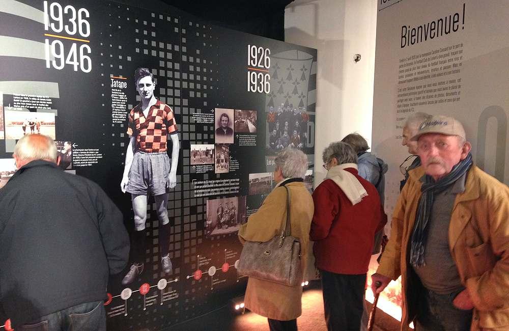 Les résidents d'Espace & Vie Guidel à l'exposition des 90 ans du football club de Lorient