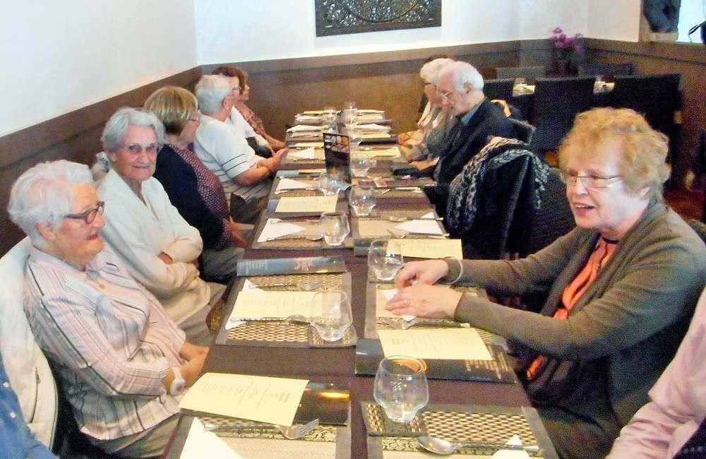 Sortie au restaurant pour les résidents du Petit Jardin