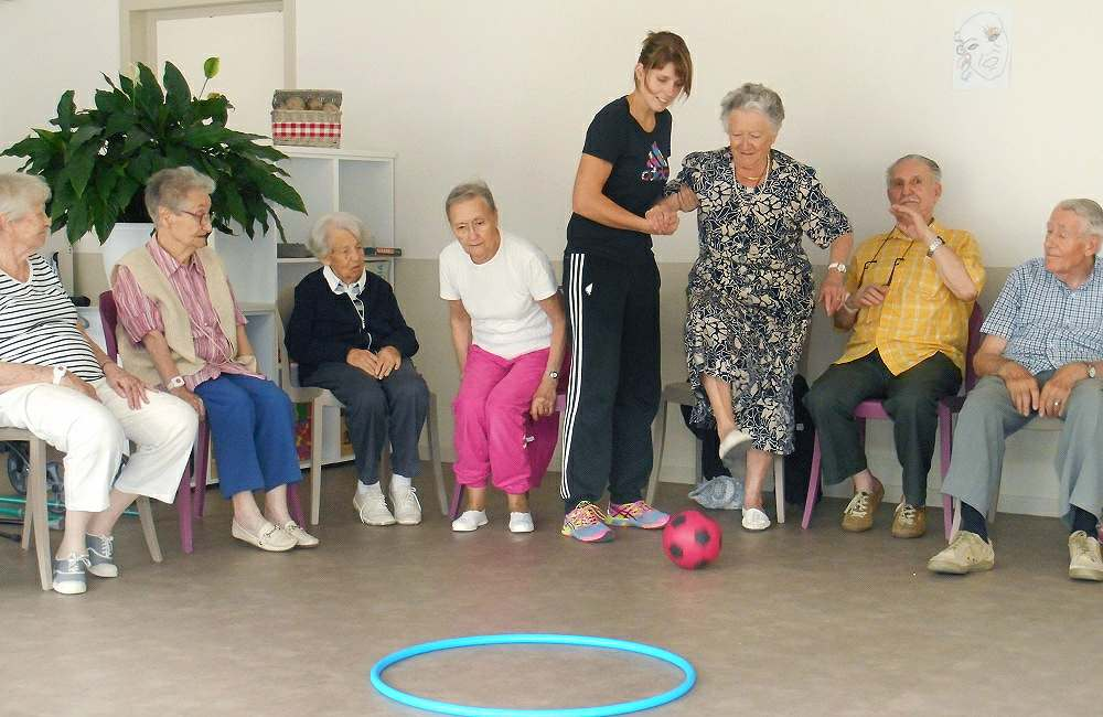 Peur de chuter, les résidents d'Espace & Vie Niort apprennent les bons réflexes !