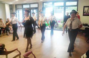 Les résidents du Petit Jardin font le tour du monde en danses et en chansons…