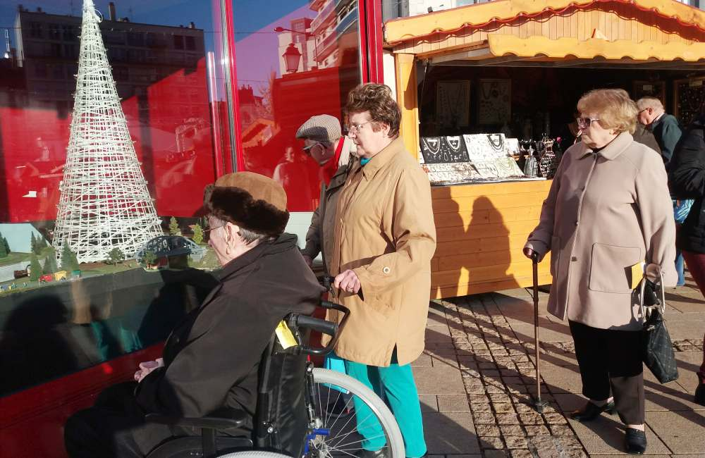Les résidents du Galilée au marché de Noel du Mans