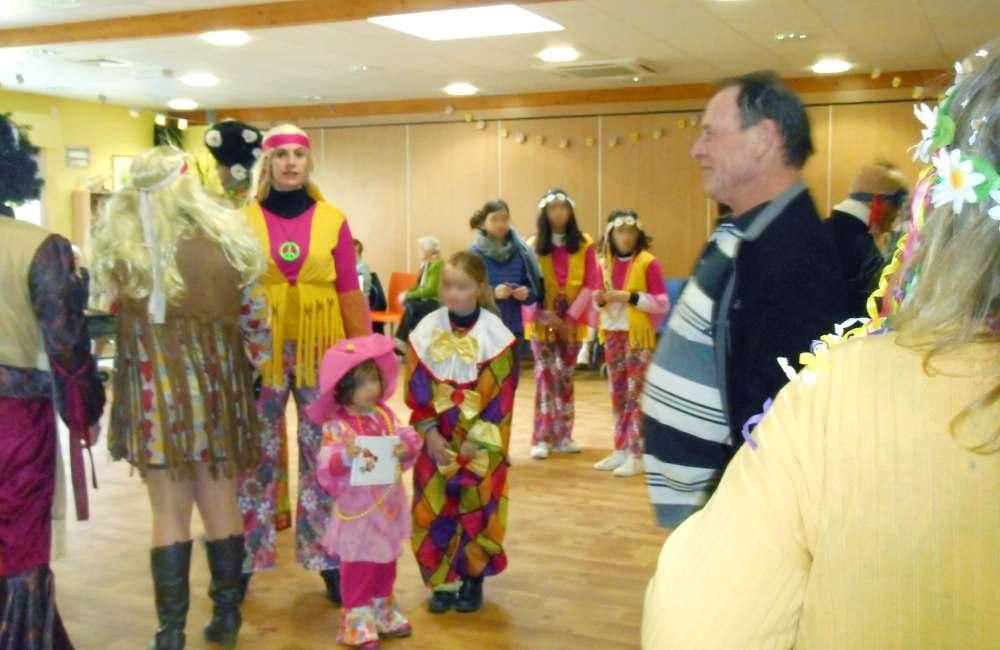 Les résidents du Clos de la Bade fêtent Carnaval avec les Précignéens