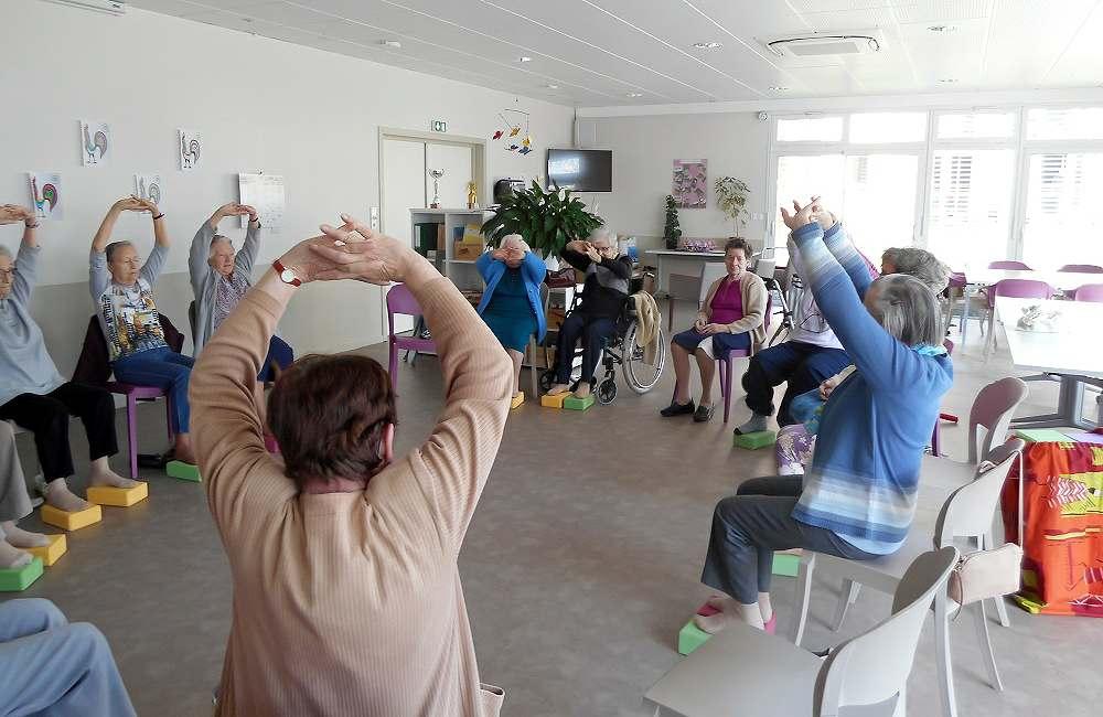 Les seniors d'Espace & Vie Niort s'initient au yoga