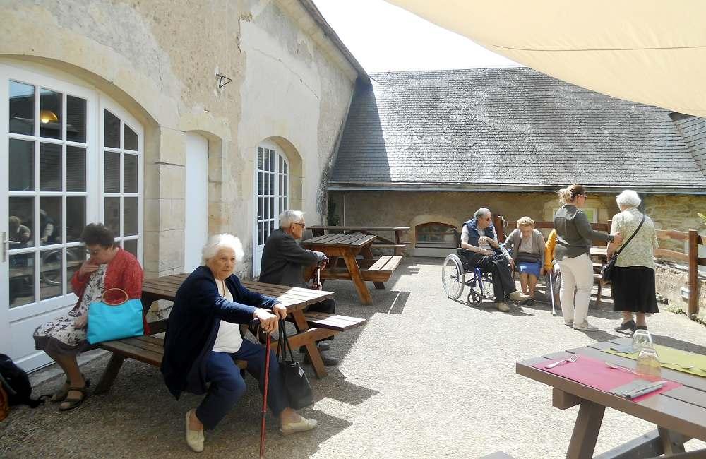 Les résidents du Galilée à la découverte du domaine de Pescheray