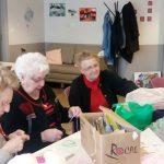 Les résidents d'Espace & Vie Le Mans tricotent