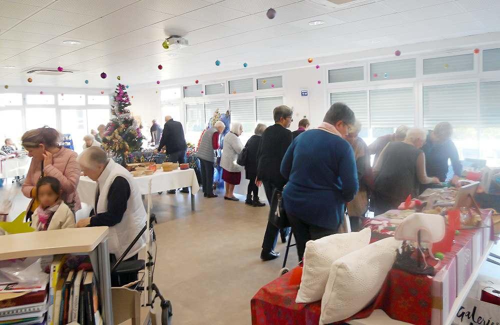 Convivialité et bonne humeur pour le marché de Noël d'Espace & Vie Niort
